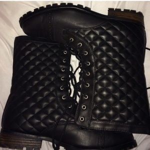 Shoes - Quilted combat boots!