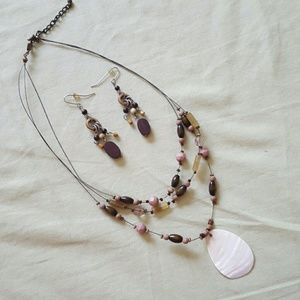 Jewelry - Pretty Necklace & Earring Set