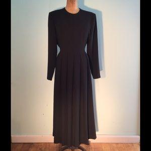 Orvis Dresses & Skirts - Orvis classic black lg sleeve fitted midi dress