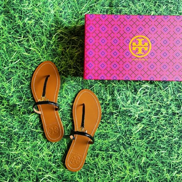 c03bfce32e9304 Tory Burch T- Logo Flat Thong Sandals