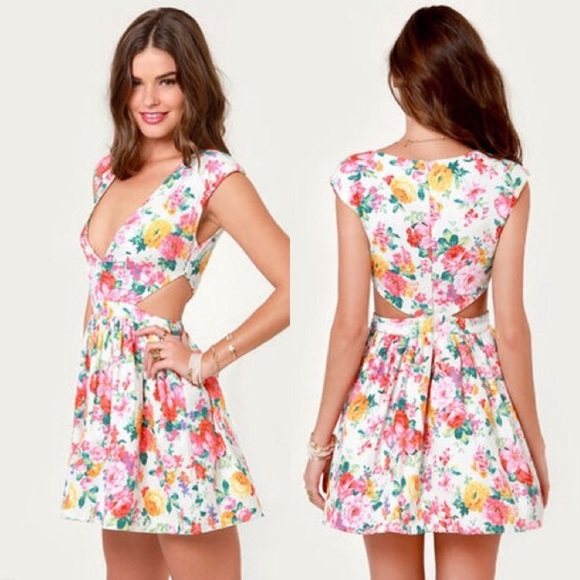 ed0061f41621 Floral Side Cut Out Dress 🌸. M 56fc76fd4127d026e301104b