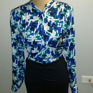 Tops - Beautiful Printed long sleeve blouse w buttons