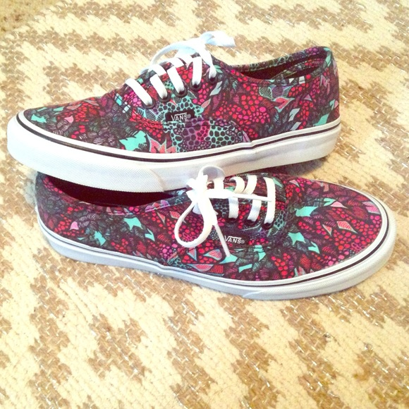 0a28f7a9d4 LIKE NEW! Vans Authentic Slim Saulo Shoes! 💜. M 56fd3114522b4529d0002129