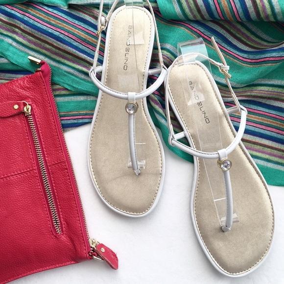 02ac625f366 💥HP💥 White patent jeweled Bandolino sandals