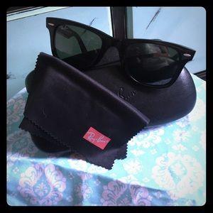 Black Ray Ban WAYFARER sunglasses.
