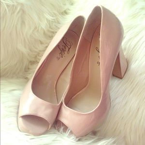 Fergie Shoes - REDUCED FERGIE MAGNIFICENT Heels LightBlush Patent