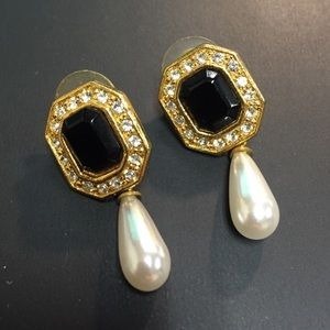 Jewelry - Faux onyx with pearl drop earrings
