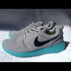 Nike Roshe Run Calypso womens size 8