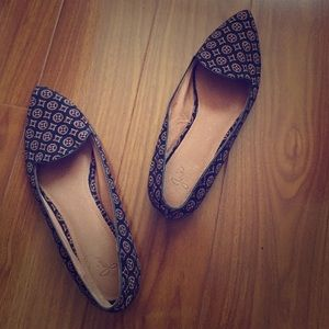 Joie Pointed Geometric Print Flats!