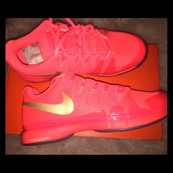 new style a137c 93741 Womens Nike zoom vapor 9.5 tour tennis shoes. M 56fde11abf6df5d10406ee19