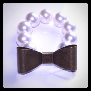 Iconic Legend Jewelry - Bow/Pearl Bracelet