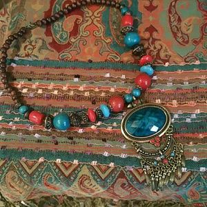 Jewelry - Turquoise blue colored stone medallion necklace