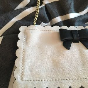 Betsey Johnson Bags - Black and white scallop bag with bow
