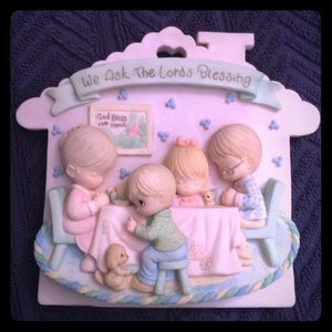 Precious Moments Other - Precious Moments adorable family wall plaque