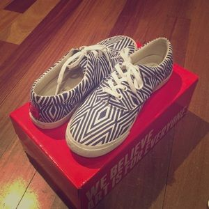 Bucketfeet Blue Trapezoid Lace up sneakers