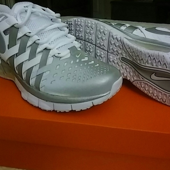 Nike Fingertrap Max (Men s 8.5 Women s10) 490d882104