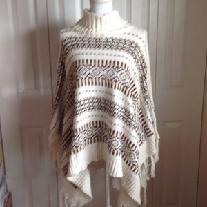H&M Sweaters - SALE! H&M one size Poncho