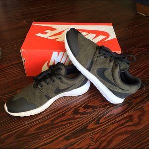 3f0d781821b06 ... denmark nike shoes rare nike roshe tp limited edition 1eea7 ae2db