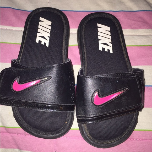 c72b098a6e3 Girls Nike sandals. M 57004204c284569c8300ecf3
