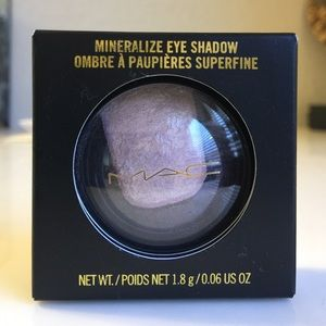 MAC Divine Night Mineralize Eye Shadow, Past Mid