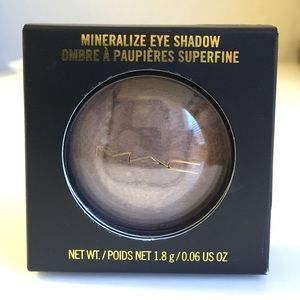 MAC Divine Night Mineralize Eye Shadow UNTIL DAWN