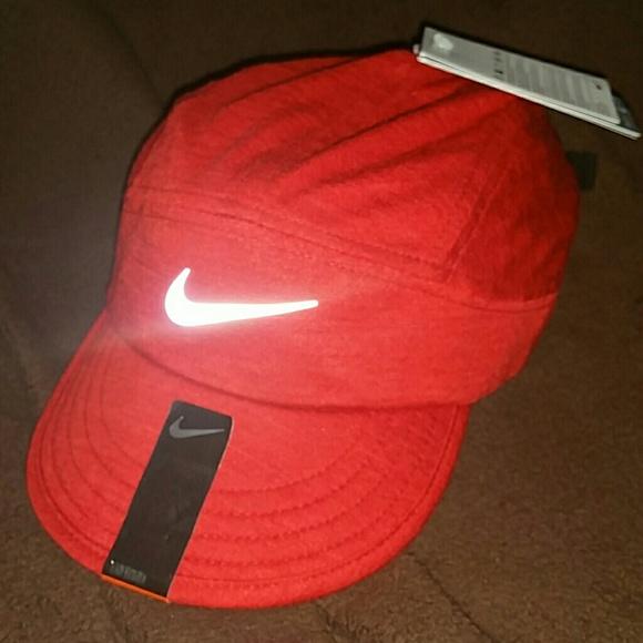 56aad0b396be6 NIKE Red Tailwind Dri-Fit baseball hat, NWT NWT