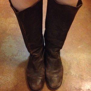 Beautiful Vera Wang Lavender boots