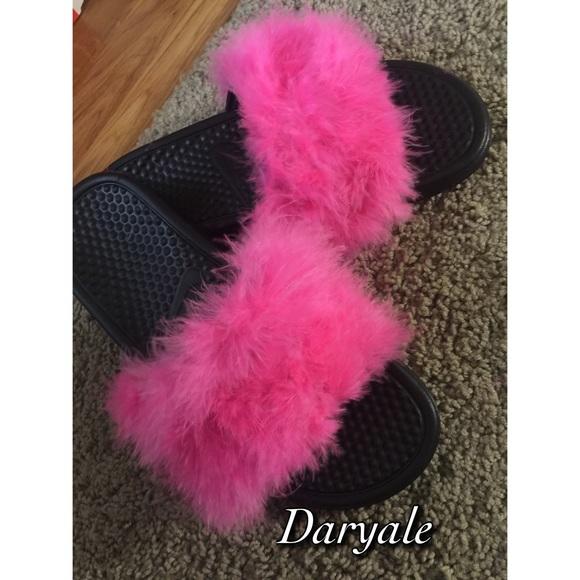 KIDS faux fur Nike sandals
