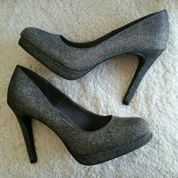 58ddce40d31 ❌❌ SOLD ♏❌❌ Silver Sparkly Fioni Night Pumps
