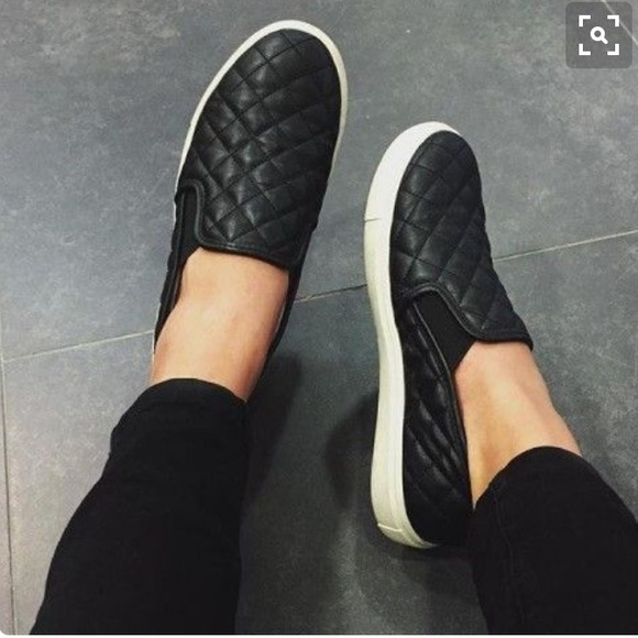 8b0c901ab1 Steve Madden Ecentrcq black quilted slip on shoe. M 570148132599feaf53005aea