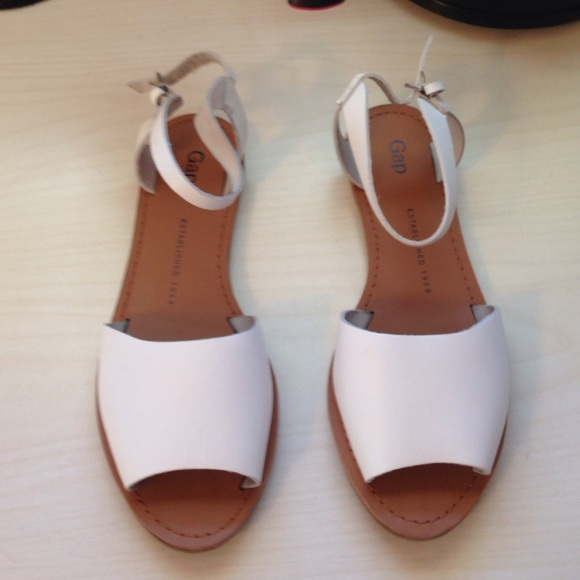 Gap White Leather Flat Sandals Size 6