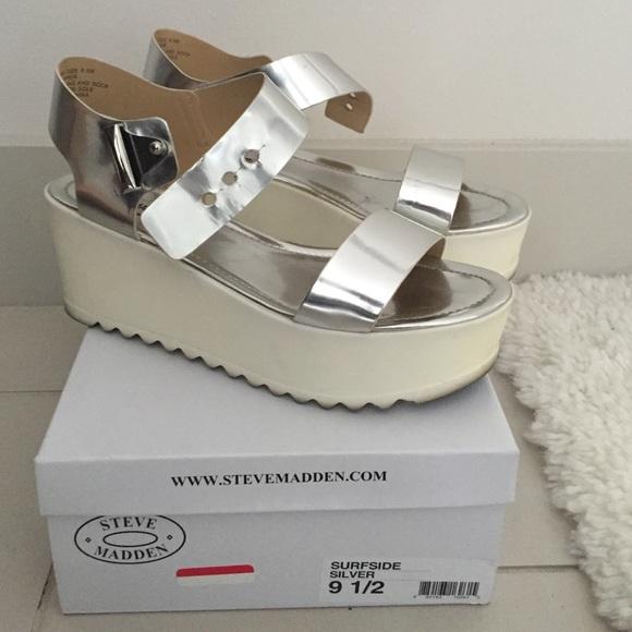 8222b31803bc Steve Madden Surfside Sandal Silver Size 9.5. M 57015cde36d5944529008264
