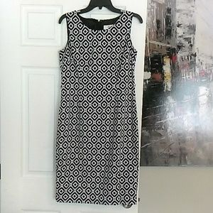 Dresses & Skirts - Black and white geometric pattern dress.