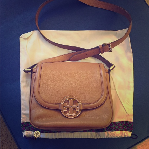 Tory Burch Handbags - Tory Burch Amanda Round Cross Body Bag