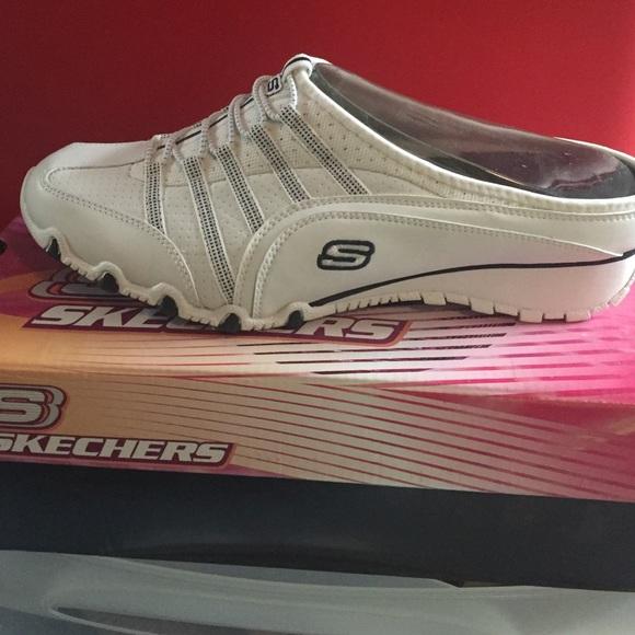 Skechers slide on tennis shoes NWT