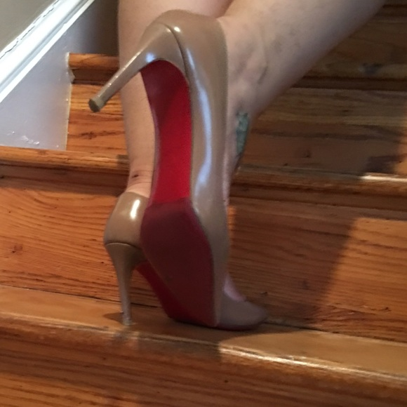 Christian Louboutin Shoes - Louboutins Mid heels - Nude e4bab9f2a25e