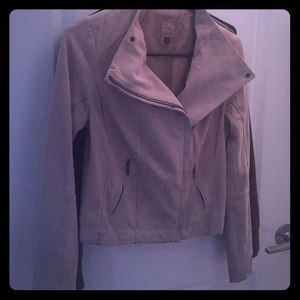 Suede jacket with stylish collar!