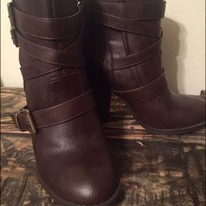 Size 6.5 US dark brown heeled boots