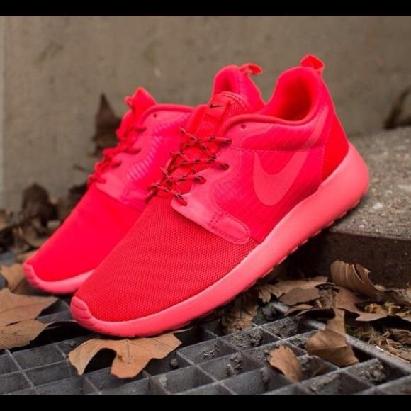 new arrival b35a3 73d3d Nike Roshe Run Hyperfuse Laser Crimson Sneakers. M 5702d2c7680278984d0ed1ae