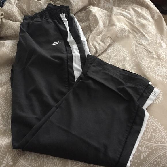 10a341fca790a Grey lined Nike nylon track pants! M_5702d9e3c6c795d1a100c41f
