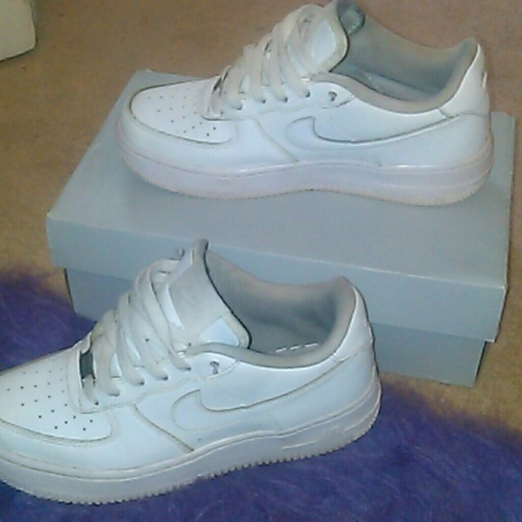 d753c9242c all white nike air force ones