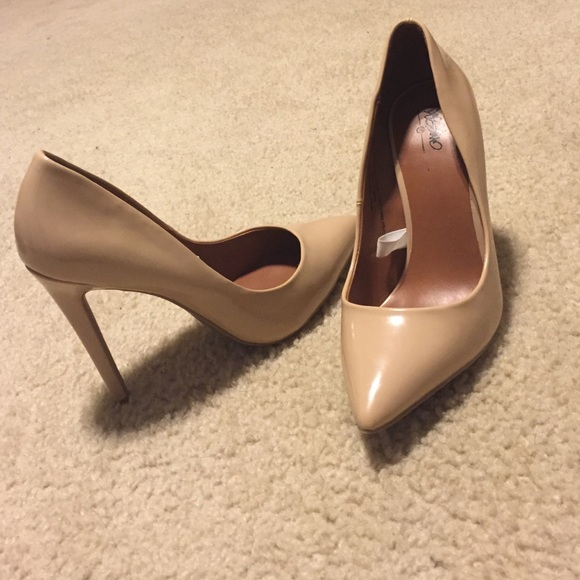 fe3207aef845 Mossimo ( target ) nude heels. M 5702fe886d64bc89b30f2d6b