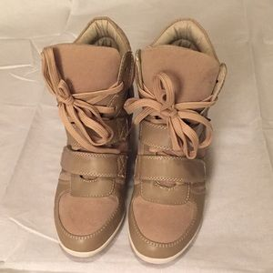 Glaze Shoes - Tan wedge Sneakers