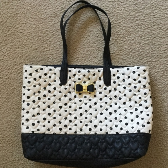 Betsey Johnson Handbags - NWOT Betsey Johnson heart collection tote bag