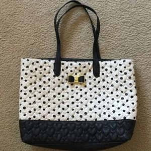 Betsey Johnson Bags - NWOT Betsey Johnson heart collection tote bag