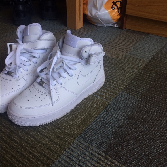 6d99fed012a8f White nike Air Force ones mid high. M 5703e820c284563409001ee7