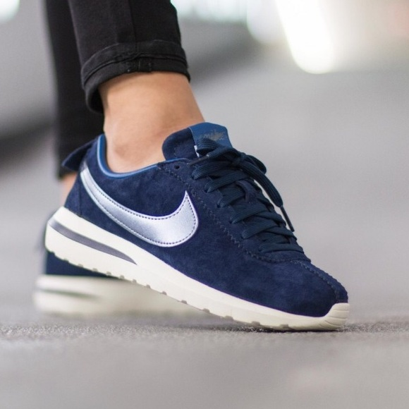 timeless design e5fe0 be27a Nike Suede Roshe Cortez Sneakers NWT
