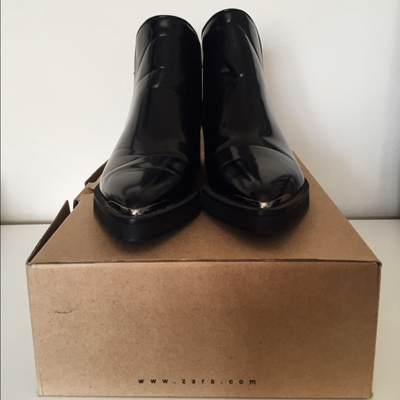 pointed black flat boots
