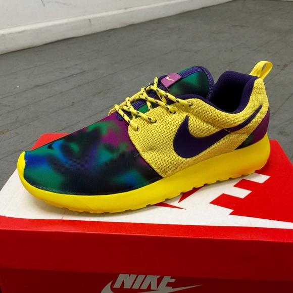 Nike roshe runs sneaker shoes women size 7
