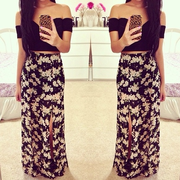 f191601ae Forever 21 Dresses & Skirts - REDUCED Floral High Waisted Maxi Skirt w/  Slits